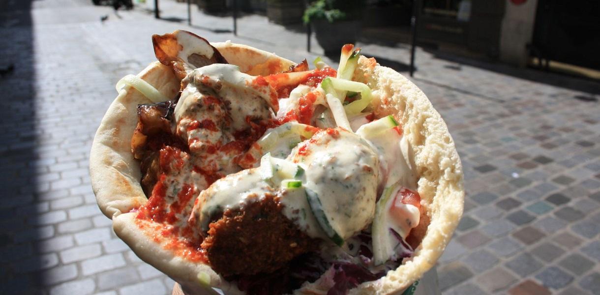 falafel paryż tanie jedzenia